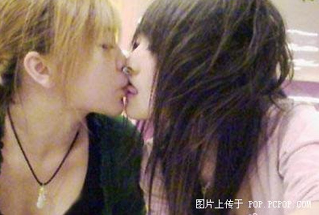 asian girls kissing